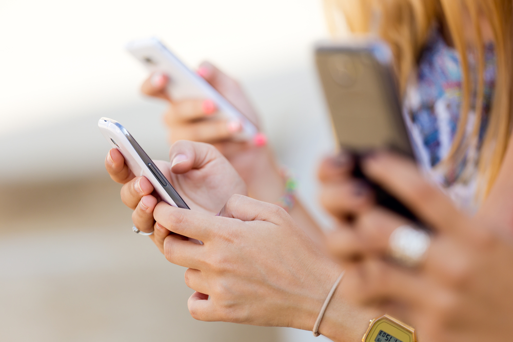 Usi e i consumi degli Italiani con gli Smartphone: i dati del 2016